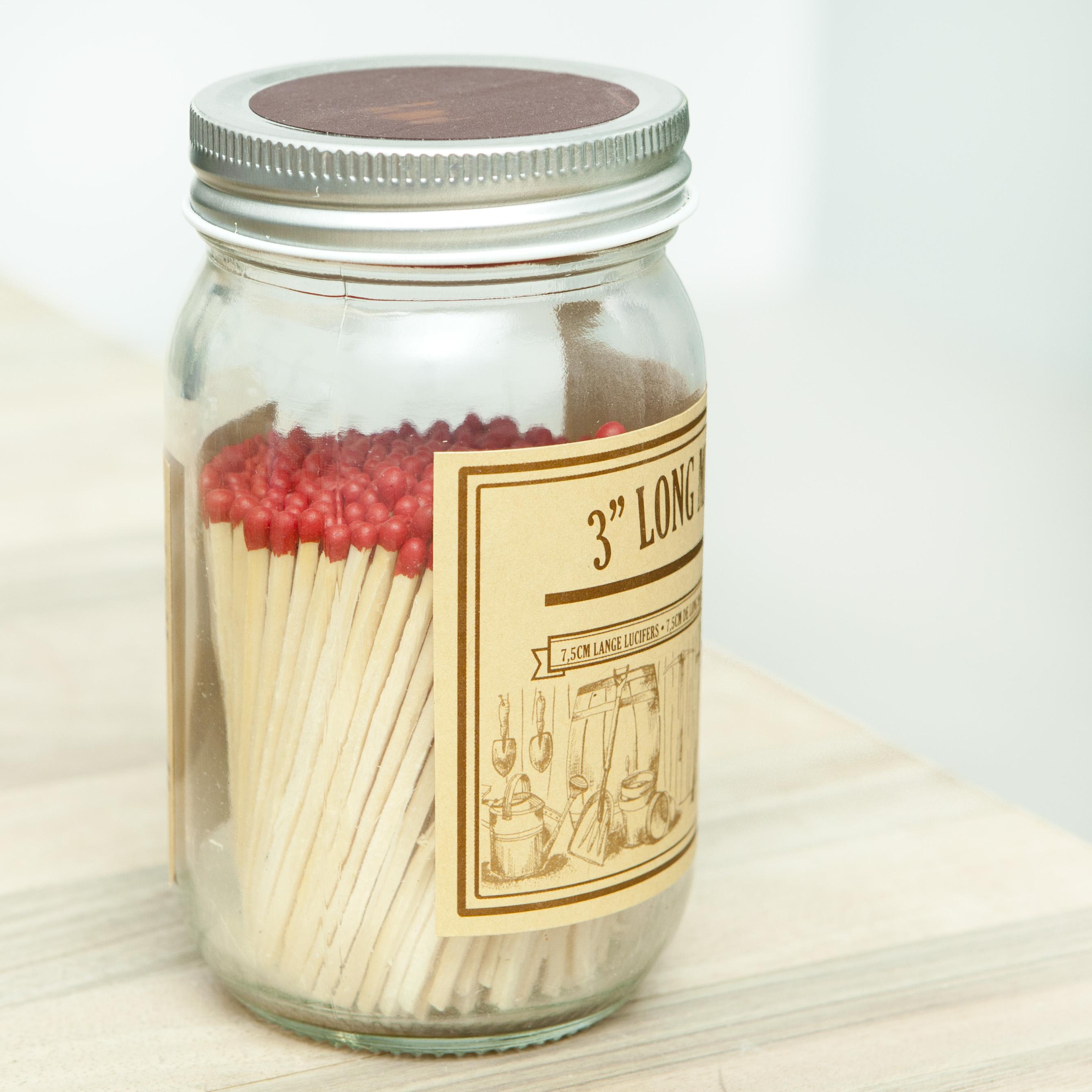 lucifers in een glazen pot